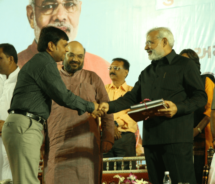 Felicitation by narendra modi at kumKum school