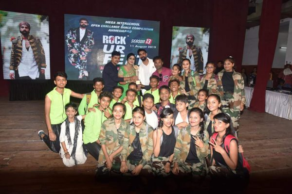 Kumkum-school-Got Two Trophies-in-Dance-competition